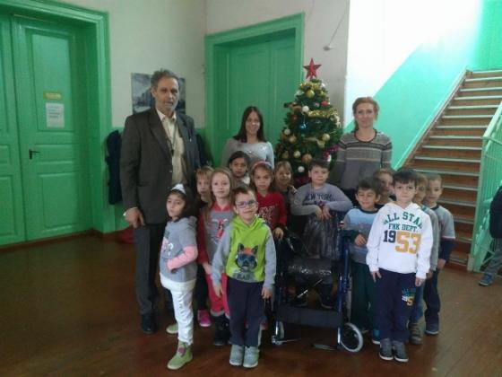 Μαθητές, γονείς και εκπαιδευτικοί του 1ου Δημοτικού Σχολείου Διδυμοτείχου προσέφεραν την αγάπη τους κάνοντας δώρο ένα ένα καινούριο αναπηρικό αμαξίδιο