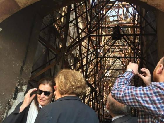 Η Υπουργός Πολιτισμού στο τέμενος Βαγιαζήτ - Τι λέει η Πυροσβεστική