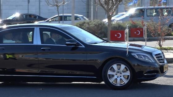Η θωρακισμένη Μερσεντέζ του Τούρκου Προέδρου έξω από το αεροδρόμιο Δημόκριτος στην Αλεξανδρούπολη