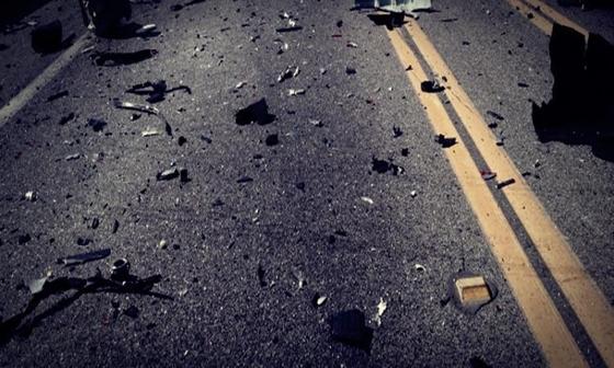 ΙΧ «καρφώθηκε» σε κολώνα στον Έβρο – ακρωτηριάστηκε ο οδηγός