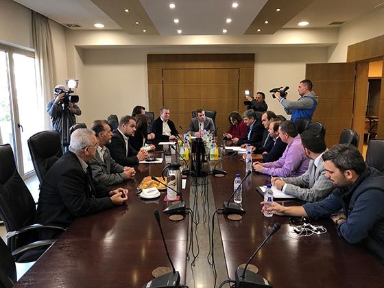 Στιγμιότυπο από τη συνάντηση στο Επιμελητήριο