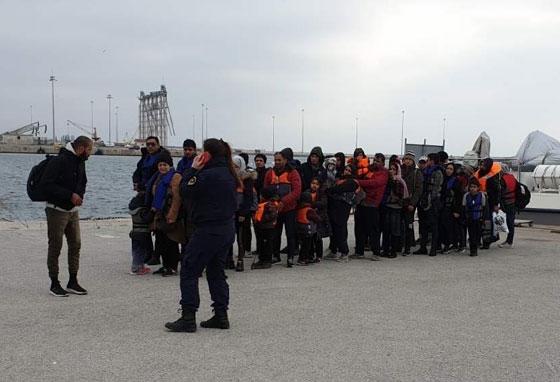 Φωτογραφία από την στιγμή άφιξης τους στο λιμάνι της Αλεξανδρούπολης
