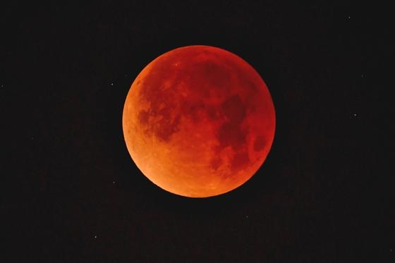 Tο... «Σούπερ Ματωμένο Φεγγάρι του Λύκου»