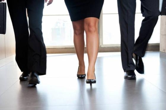 Σοβαροί ανασταλτικοί παράγοντες για την ενασχόληση μιας γυναίκας με την πολιτική είναι η αρνητική στάση του οικογενειακού περιβάλλοντος