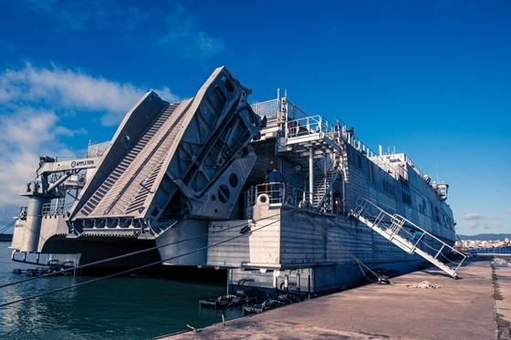 Φωτογραφία από την άφιξη του Αμερικάνικου πλοίου στο λιμάνι της Αλεξανδρούπολης