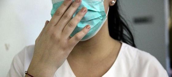 Πόσο διαρκούν τα συμπτώματα της γρίπης και ποια η διαφορά με το κρυολόγημα - Σε συναγερμό το ΚΕΕΛΠΝΟ