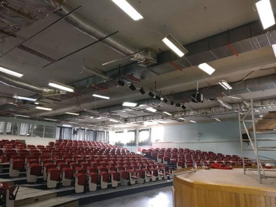 Η απάντηση της διοίκησης του ΔΠΘ για την πτώση κομματιού της οροφής στο αμφιθέατρο της Παλιάς Νομικής