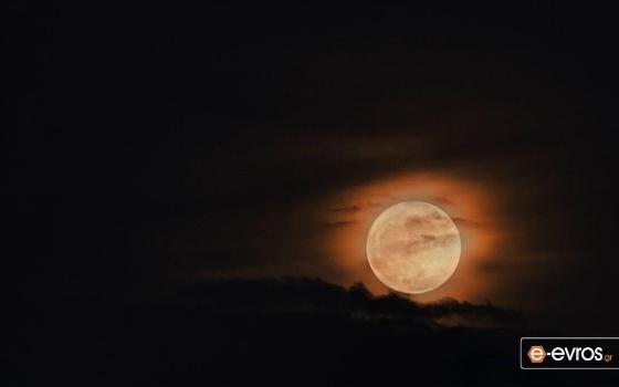 Τα βλέμματα στον ουρανό την Παρασκευή – Έρχεται η «Πανσέληνος του Λύκου»