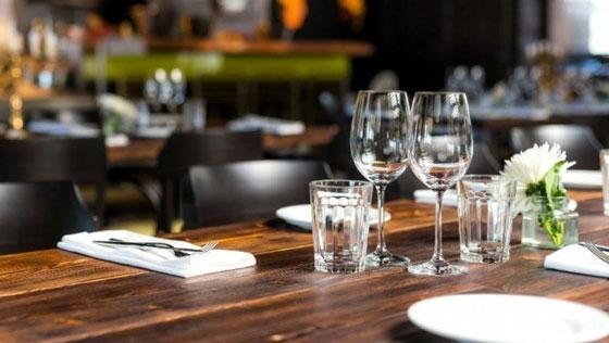 Εστίαση: Τι πρέπει να προσέχουν οι πελάτες σε καφέ, εστιατόρια και μπαρ – Οι 10 οδηγίες του ΕΦΕΤ