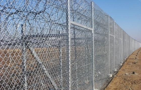 Ο φράχτης στον Έβρο θα είναι ένα ισχυρό μεταλλικό κιγκλίδωμα ύψους 5 μέτρων & βάθους 6 μέτρων