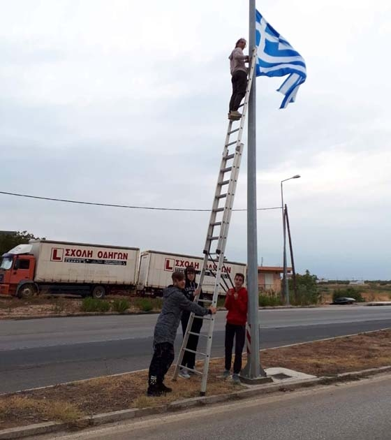 Τρία χρόνια πριν οι ανήλικοι μαθητές ύψωναν τις ελληνικές σημαίες στον οικισμό του Απαλού.