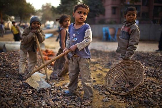 Παγκόσμια ημέρα κατά της παιδικής εργασίας σήμερα: Στα χωράφια και στα ορυχεία αντί με τσάντες στα σχολεία χιλιάδες παιδιά!
