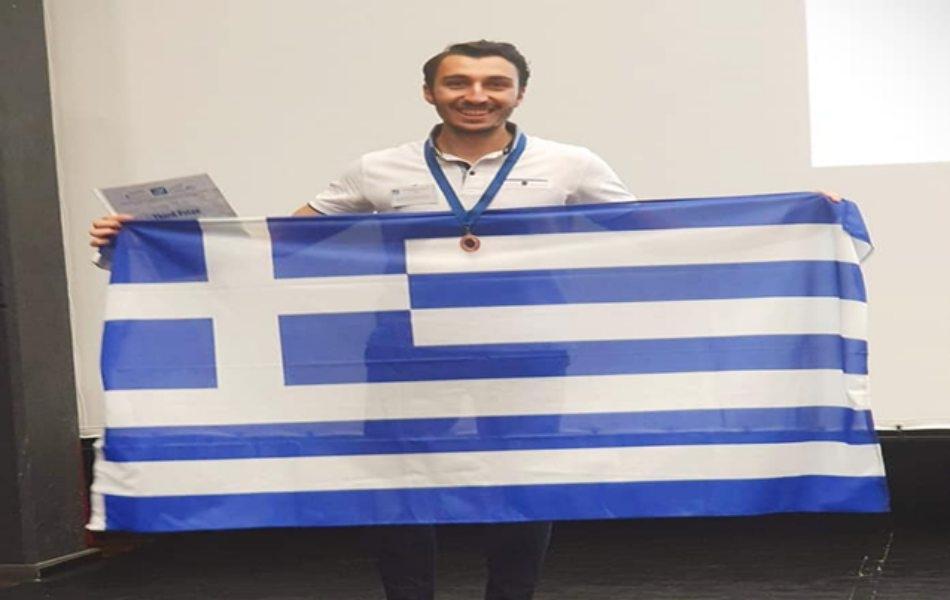 Ο φοιτητής του τμήματος Ηλεκτρολόγων Μηχανικών και Μηχανικών Υπολογιστών, Εμμανουηλίδης Κωνσταντίνος, κατάκτησε χάλκινο μετάλλιο στον 26ο Παγκόσμιο Διαγωνισμό Μαθηματικών IMC