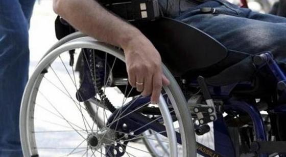 Τα πλαστικά καπάκια χάρισαν στους συμπολίτες μας ένα αναπηρικό αμαξίδιο & μια ειδική περπατούρα