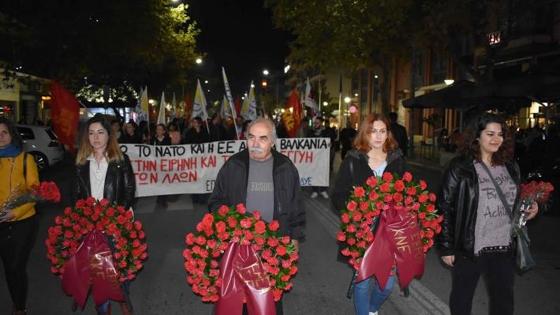 Όχι στην εγκατάσταση βάσης στην Αλεξανδρούπολη το μήνυμα των διαδηλωτών στην επέτειο του Πολυτεχνείου (video)