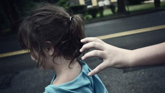 Πώς να προφυλάξετε τα παιδιά σας από την απαγωγή: Οδηγίες από την αστυνομία