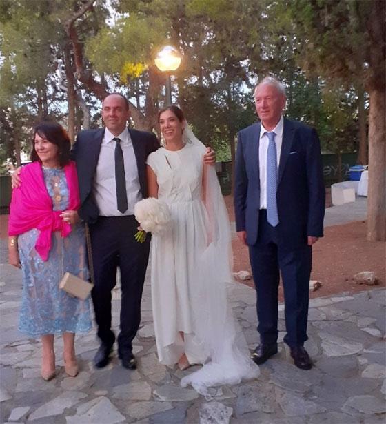 Ένας γάμος σαν παραμύθι: Ένωσαν τις ζωές τους ο Μάνος Παπαδόπουλος &  η Ηρώ - Χρυσάνθη Πετούνα