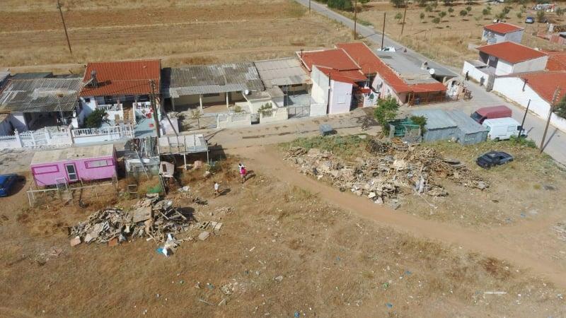 Εταιρεία ξεφορτώνει τα μπάζα της σε κατοικημένη περιοχή στην Αλεξανδρούπολη (φωτο)