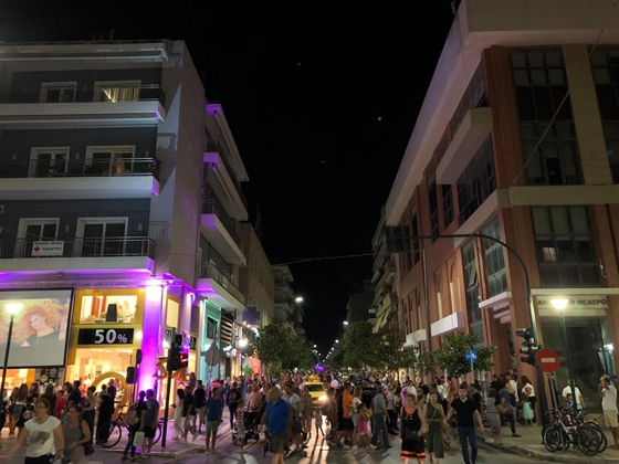"""Αλεξανδρούπολη: Έσπασε κάθε προηγούμενο ρεκόρ η """"Λευκή Νύχτα 2019"""" - Περισσότερα από 38.000 άτομα βγήκαν στους δρόμους"""