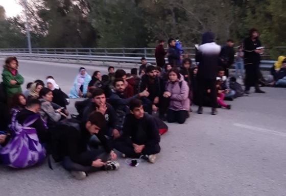 Καστανιές: Πάνω από 40 μετανάστες πέρασαν τα σύνορα & έκαναν κατάληψη σε δρόμο