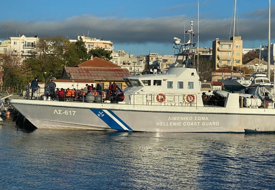 Αλεξανδρούπολη: «Φορτωμένο» μετανάστες έφτασε το σκάφος του λιμενικού στο λιμάνι