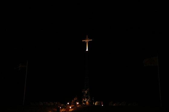 Αρχιμανδρίτης απαντά στους Τούρκους για τον τεράστιο φωτεινό σταυρό στη Νέα Βύσσα