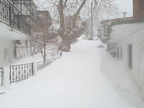 """""""Θαμμένη"""" στο χιόνι η Σαμοθράκη – τι συμβαίνει στον υπόλοιπο Έβρο"""