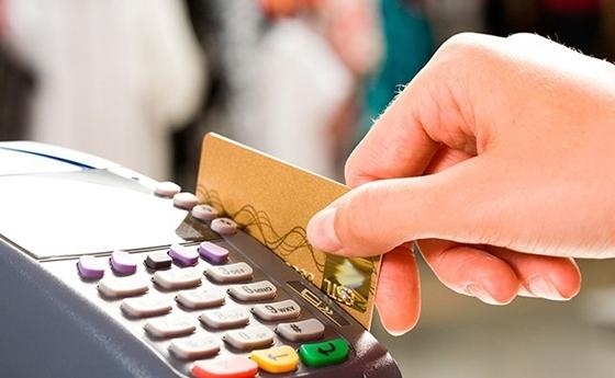 Τι αλλάζει στη ζωή μας με πλαστικό χρήμα και αφορολόγητο