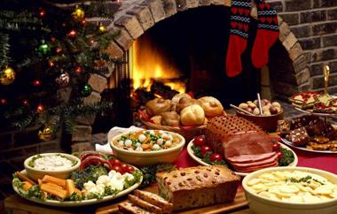 Για την προμήθεια κρέατος, γαλακτοκομικών προϊόντων, κρασιού και τσίπουρου, ειδών ζαχαροπλαστικής, παιχνιδιών και δώρων.