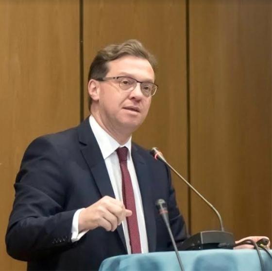Ο Δρ. Μ. Μιχαηλίδης, λέκτορας στην Νομική Σχολή του Πανεπιστημίου Λευκωσίας.